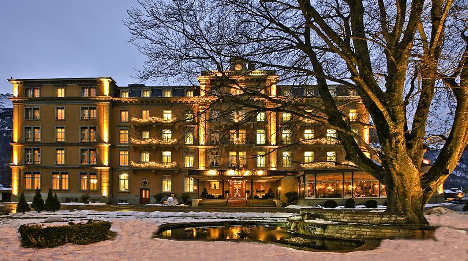 Hotelarchitect Maxim Winkelaar levert ontwerp voor verbouw van bedrijfsgebouwen, hotels en kantoren.