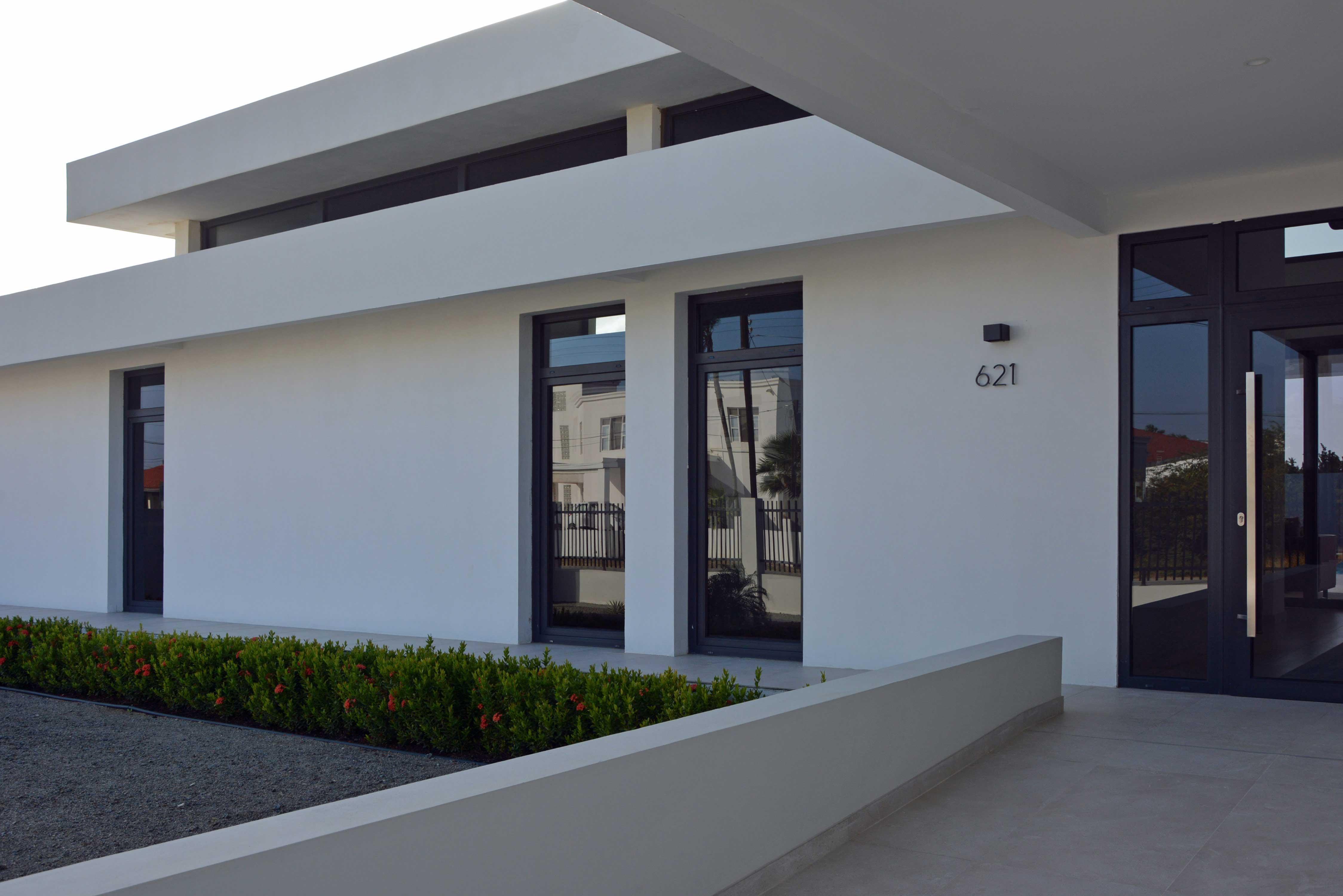Architect Maxim Winkelaar made a modern contemporary villa design in Palm Beach Aruba.