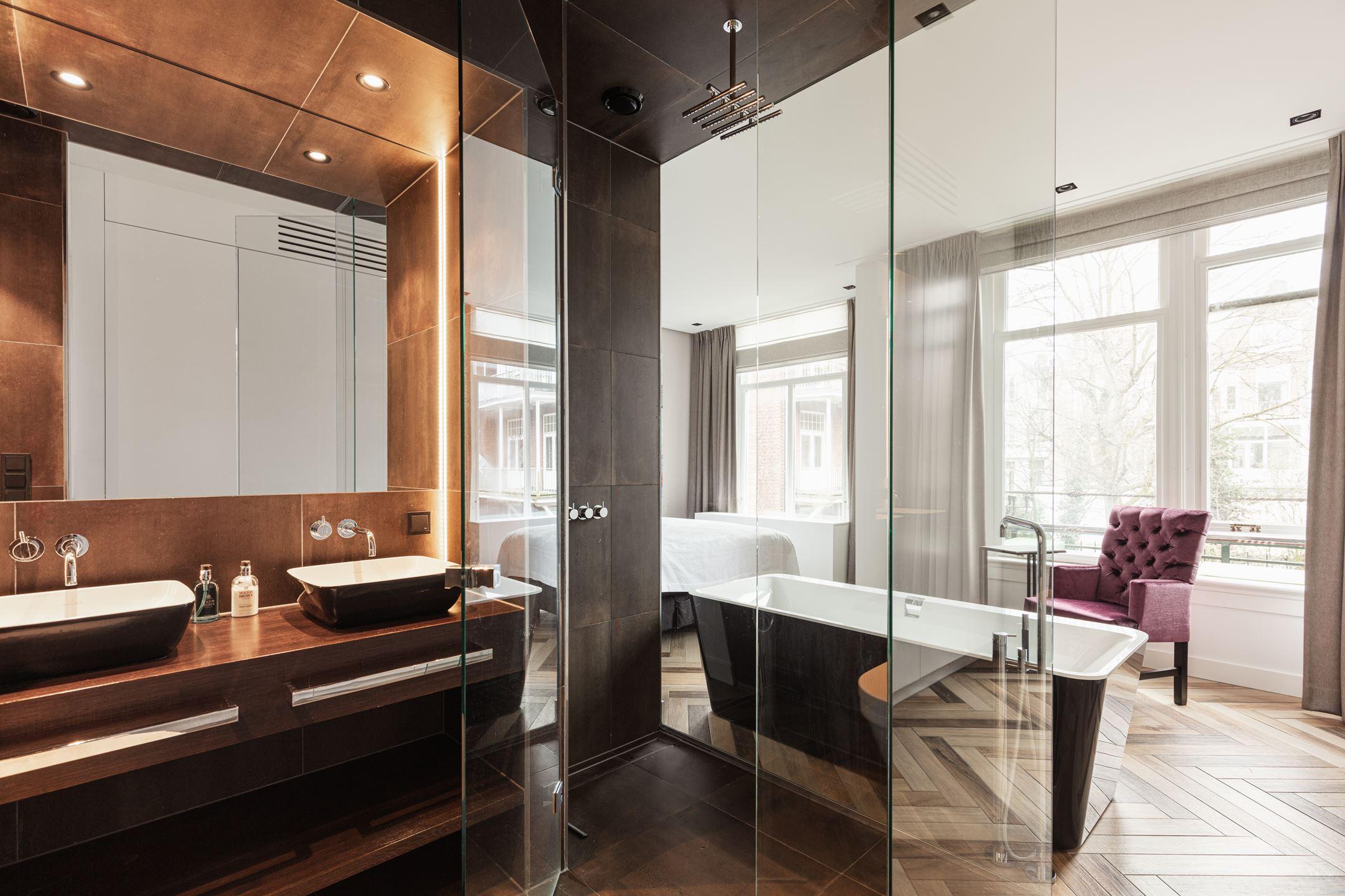 Ensuite badkamer met inloopkast architect amsterdam.