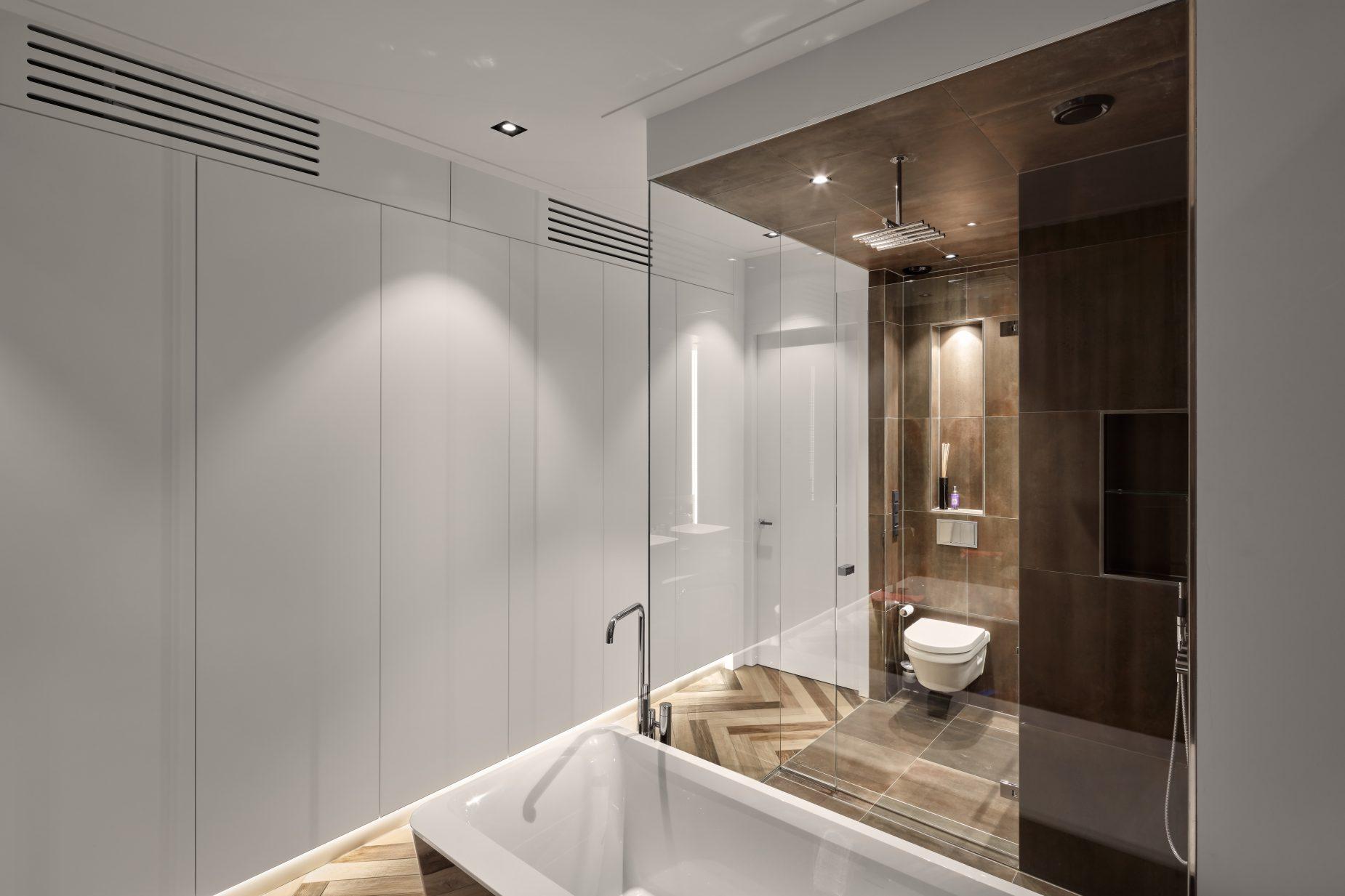Interieurontwerp en moderne badkamer op maat door amsterdamse architect Maxim Winkelaar.