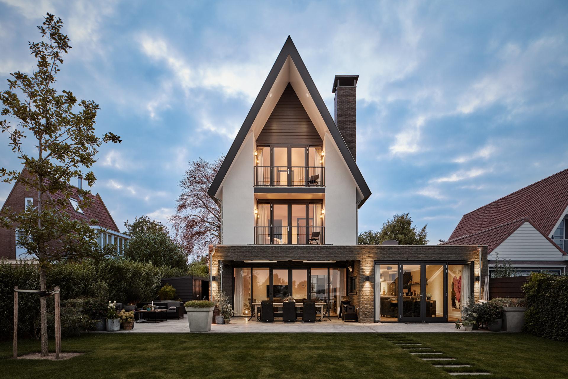 Moderne nieuwbouw villa ontworpen door Amsterdamse architect Maxim Winkelaar in Vinkeveen.