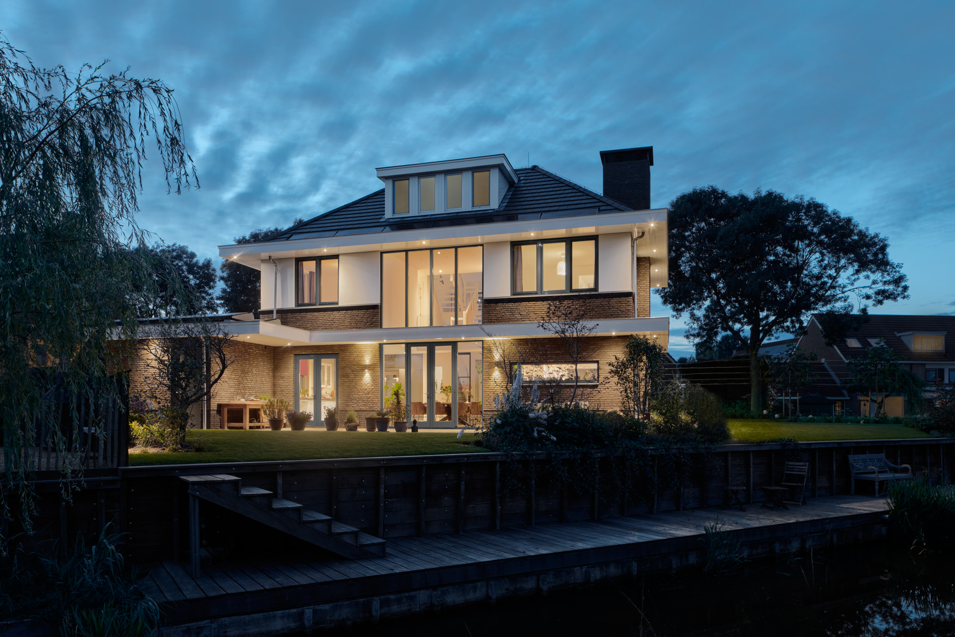 Moderne jaren 30 nieuwbouw woning in Vinkeveen door architect Maxim Winkelaar