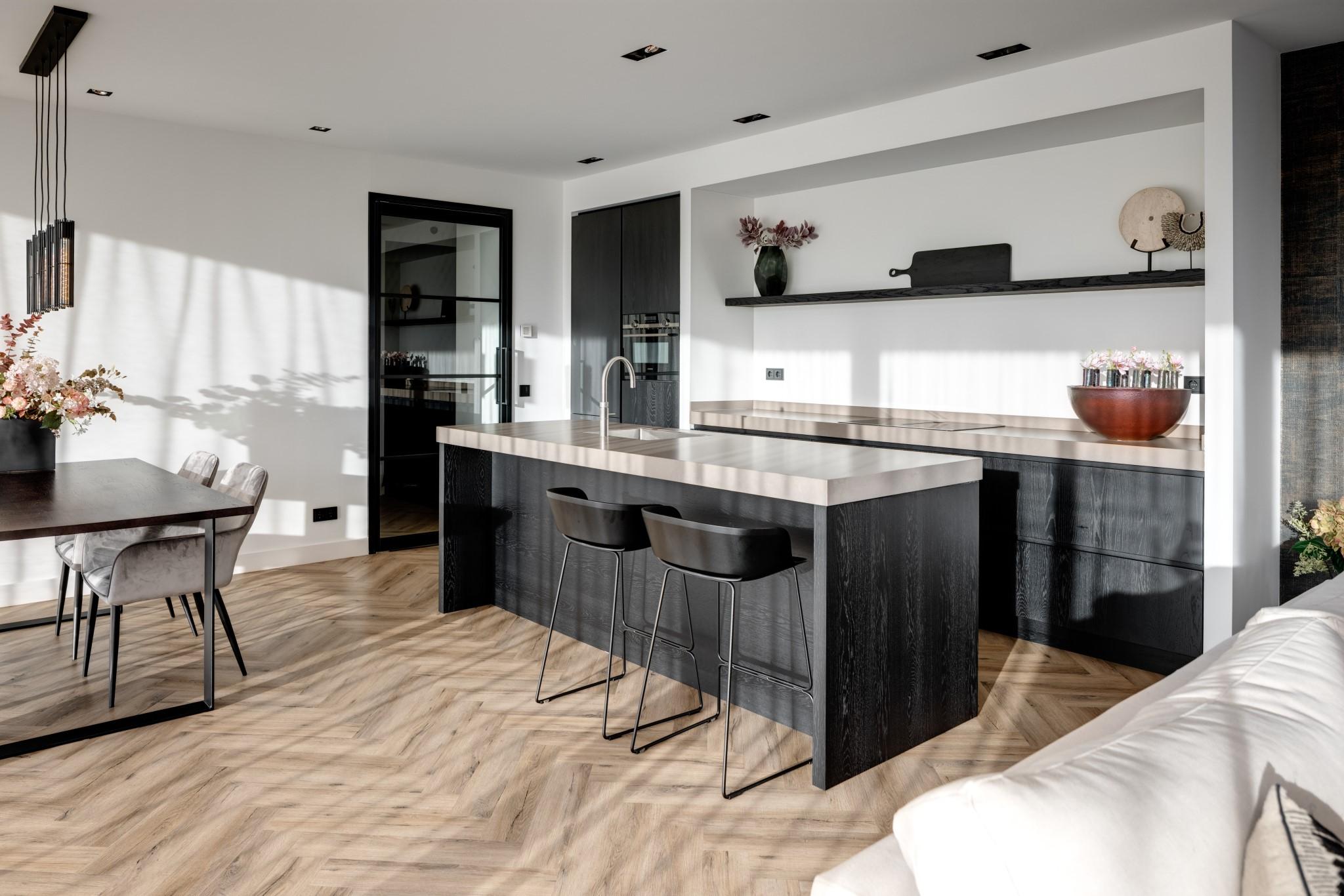 Keuken van Haven Lake Village in Kortenhoef ontwerp door interieurarchitect Maxim Winkelaar.
