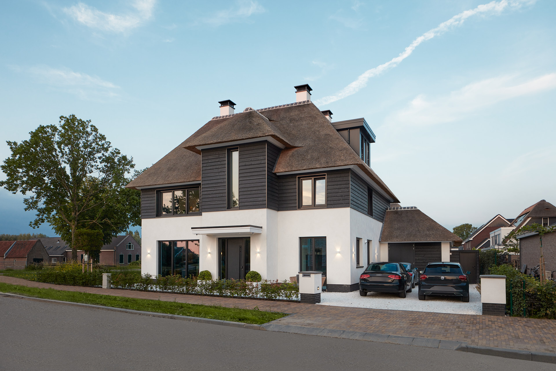 Moderne rietgedekte villa in Utrecht door architect Maxim Winkelaar.